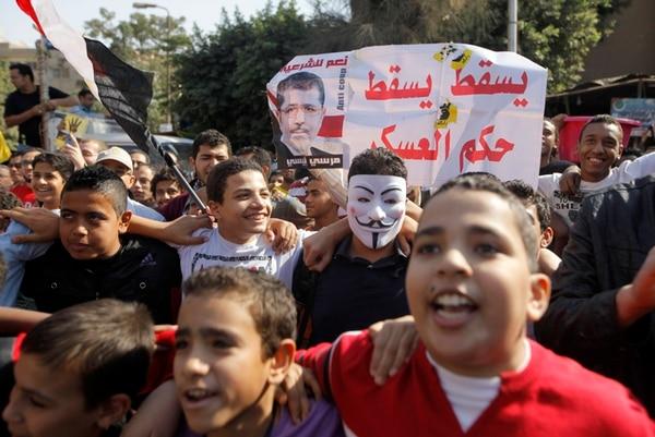 Cientos protestaron ayer una vez más contra el golpe de Estado. | AP.