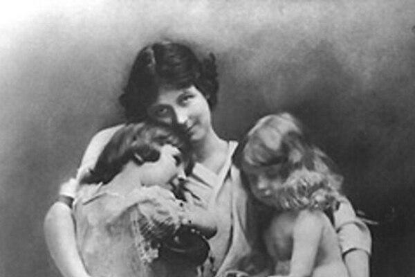Ancora Isadora y sus dos hijos: Deirdre y August, poco antes de la muerte de ambos.