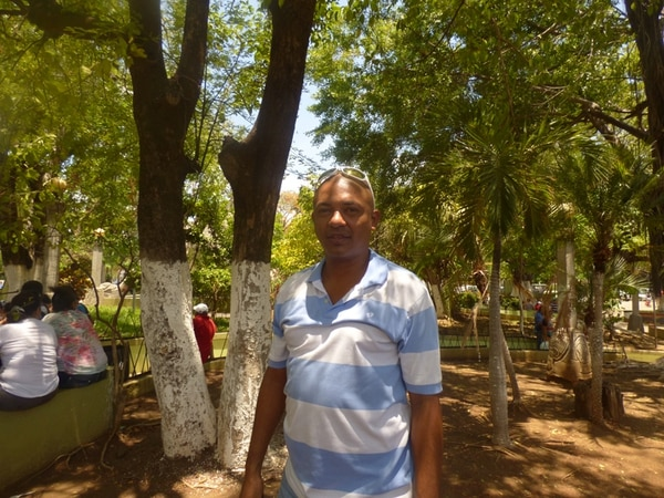 Ignacio Guevara es educador en Punta Morales de Chomes, Puntarenas. Desde hace tres meses no percibe su salario y teme que la próxima quincena su cuenta bancaria continúe vacía. | CYNTHIA BRAN