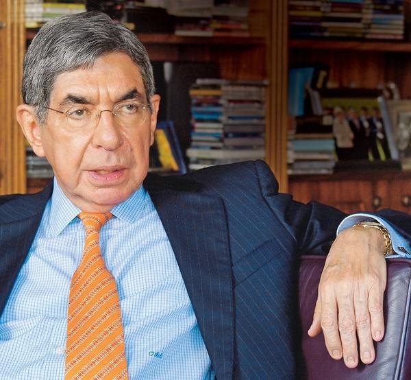 El expresidente afirma que la donación de Jacobson a la Fundación Arias no ttiene relación con su nombramiento como cónsul honorario en Ontario.