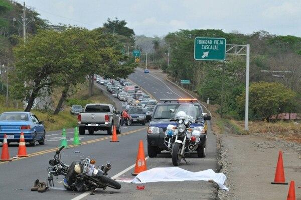 En el 2012 y 2013, la cantidad de motociclistas fallecidos en las vías fue similar, con cerca de 87 personas. En lo que vamos de este año, han fallecido 53 personas que iban en moto y, si el ritmo continúa así, la cifra probablemente superará a la de los años anteriores. | ARCHIVO