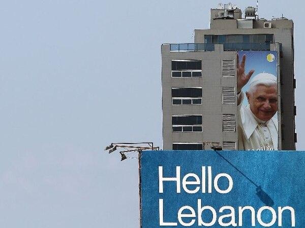 Los mensajes de bienvenida lucían desde hoy en un edificio en Dbayeh, al norte de Beirut. | AFP.
