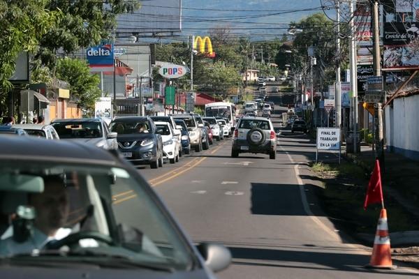 Los carriles exclusivos para buses generan largas presas desde Santo Domingo durante las mañanas.