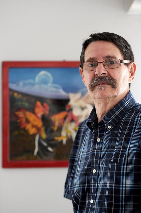 Alexánder Pinto defiende públicamente las peleas de gallos y afirma que son una tradición fundamental.