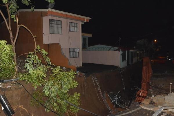 La Municipalidad de Alajuela empezó a intervenir la zona, pero las lluvias de este lunes agravaron la situación.