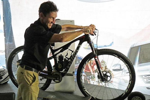 Román Urbina además del mountain bike, practica otras disciplinas deportivas de aventura.