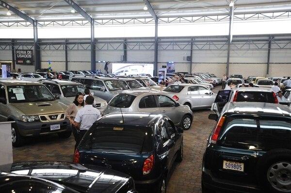 Feria de autos usados en el 2012. La importación de carros usados bajó un 40% en los primeros cinco meses de este año. | ARCHIVO/JOSÉ RIVERA