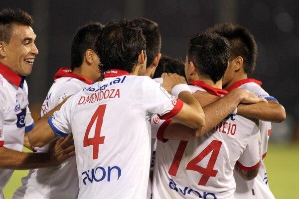 Los jugadores del Nacional de Paraguay vencieron 2-0 a los uruguayos del Defensor.