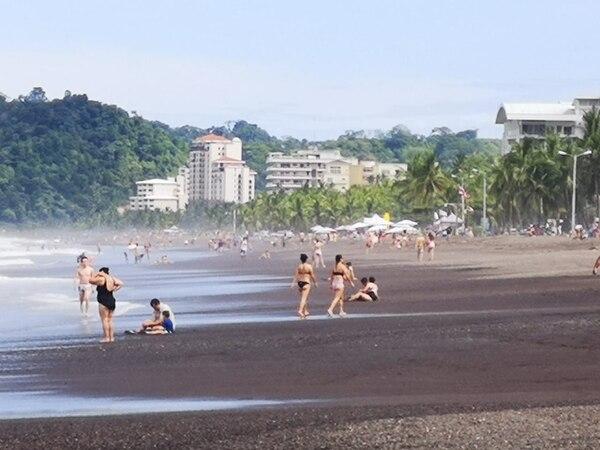 Jacó es uno de los cinco sitios preferidos por costarricenses en sus consultas a Airbnb para viajes locales. Los otros son San José, Tamarindo, Liberia y Manuel Antonio. La mayoría busca opciones para el mes de setiembre. Foto: cortesía de Jorge Castillo.