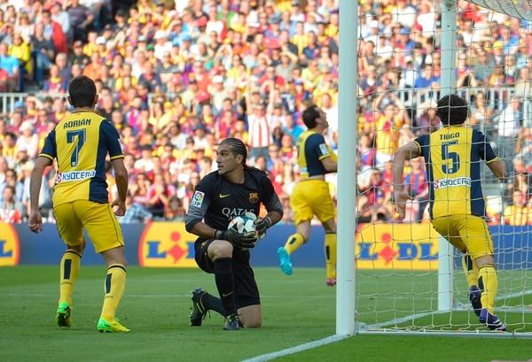 José Manuel Pinto terminó la temporada como titular del Barça. | AP