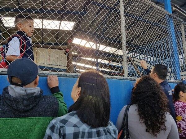 En la escuela José Figueres de Sabanilla hubo molestia de los padres, quienes indicaron que hubo desorden.