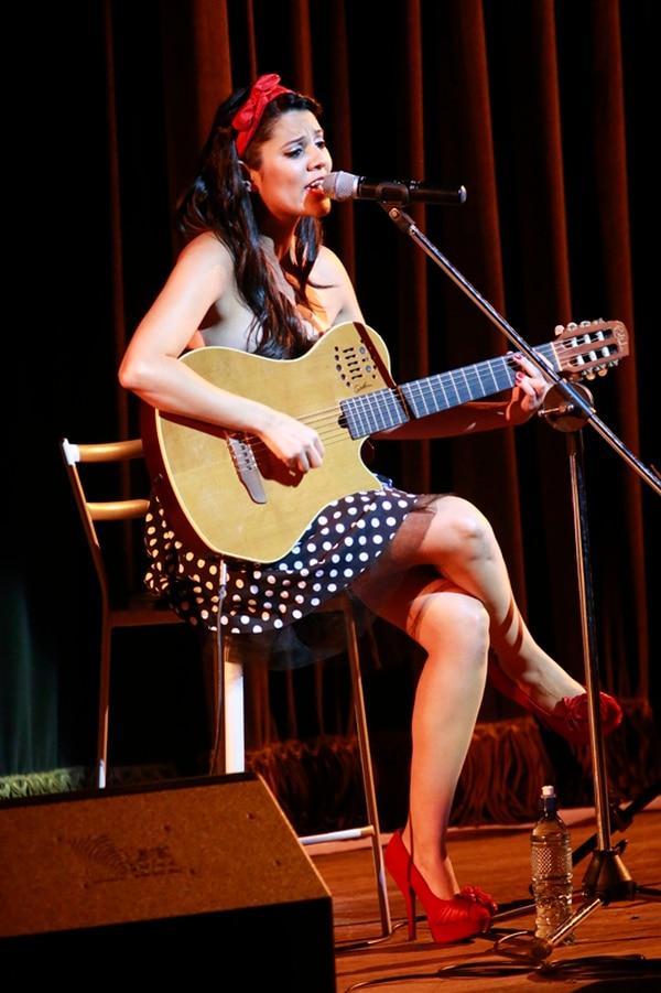 La artista Vanessa González fue la telonera del concierto que dio el español Braulio en el 2014. | RAFAEL PACHECO/ARCHIVO.