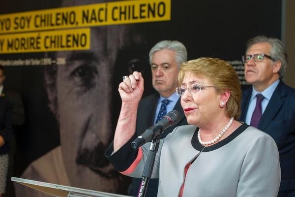 Michelle Bachelet este viernes en Washington durante una exhibición fotográfica en homenaje al excanciller chileno asesinado Orlando Letelier. AFP