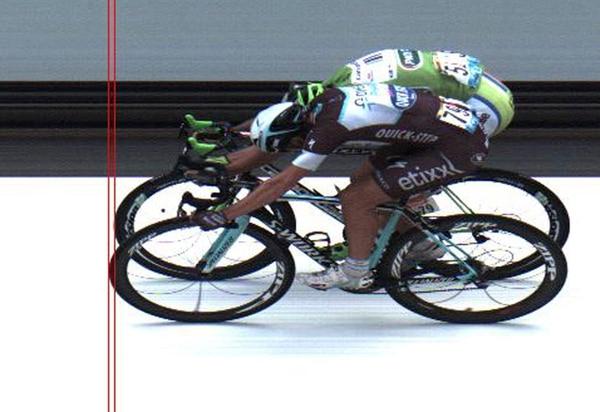 "Fue necesario el ""photo finish"" para determinar que el italiano Matteo Trentin ganó al sprint la sétima etapa del Tour de Francia frente al eslovaco Peter Sagan."