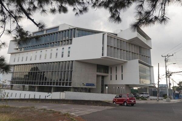 La nueva sede del Ministerio de Economía, Industria y Comercio (MEIC) es el Oficentro Asebanacio, ubicado en Llorente de Tibás. Fotografía José Cordero