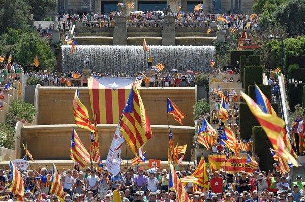 Banderas de Cataluña (esteladas) ondeaban durante un mitin en apoyo al referendo sobre auitodeterminación que tuvo lugar el 11 de junio en Barcelona.