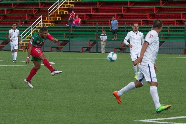 El panameño Amir Whaite anotó el segundo tanto de Carmelita ante Guadalupe, en el Estadio Rafael Bolaños, de Alajuela. Foto: cortesía de Carmelita