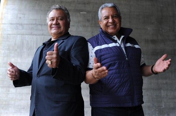 Arturo Ortiz y Antonio Méndez (percusionista y primera trompeta) son fundadores de La Sonora Santanera. Foto: Jorge Navarro/Archivo.