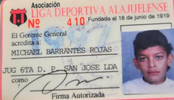 Este fue el primer carnet de jugador que tuvo el ahora mundialista. | MARIBEL ROJAS/LN
