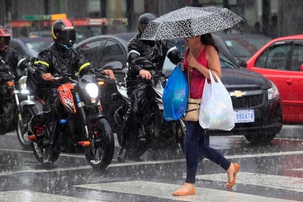 El IMN informó de que las lluvias podrían seguir hasta primeras horas de la noche.