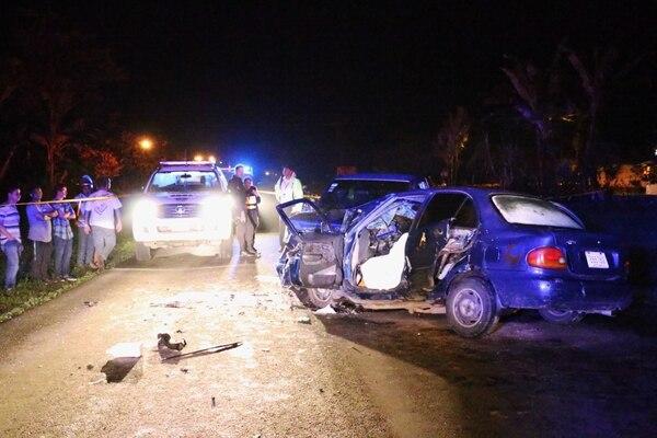 Una violenta colisión entre dos vehículos la madrugada de este domingo en Horquetas de Sarapiquí, ocasionó la muerte de tres personas y dejó otras dos heridas de gravedad.
