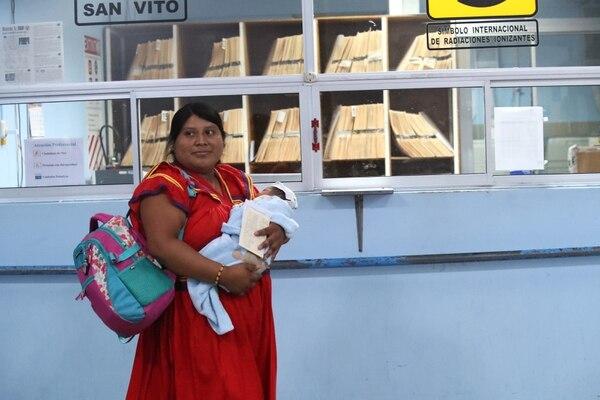 Maribel Palacio Romero tuvo a su bebé Otti en su casa porque no le dio tiempo de llegar al hospital. Sin embargo, horas después se movilizó hasta el centro médico. Fotografía: John Durán