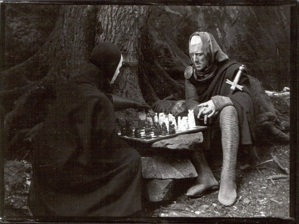 Fotos: Pagina oficial/ www.ingmarbergman.se Film, 1957 The Seventh Seal Plague ravages the land as a knight on a spiritual quest plays chess with death.