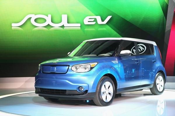El fabricante coreano Kia ha presentado su primer eléctrico en serie, el Soul EV, que empezará a venderse en el mercado estadounidense en el tercer trimestre de 2014.