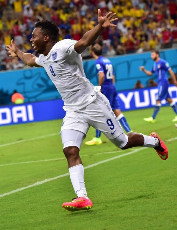 El ariete inglés Daniel Sturridge celebra el gol que significó el 1-1 momentáneo, caído solo dos minutos después del tanto italiano. | AFP