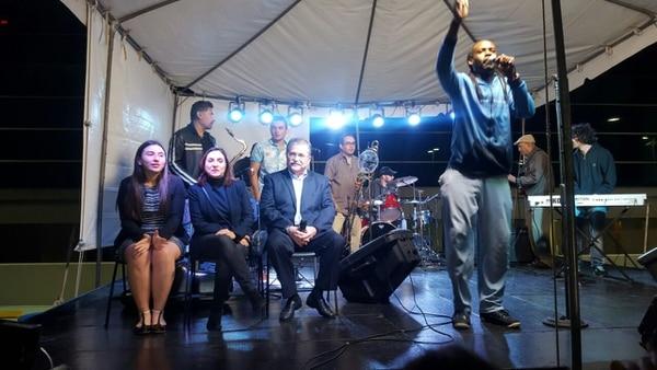 El cantante Johnny Man, de Mekatelyu, animó la actividad en la que Juan Diego Castro aceptó la derrota en la carrera a la presidencia del país.