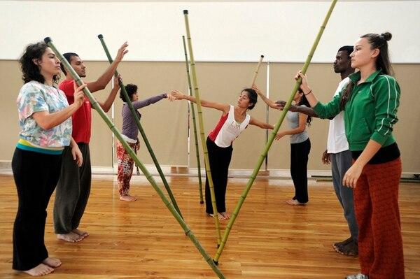 En la obra 'Silencio', participarán siete bailarines de la Compañía de Cámara Danza UNA. Foto: Pablo Montiel