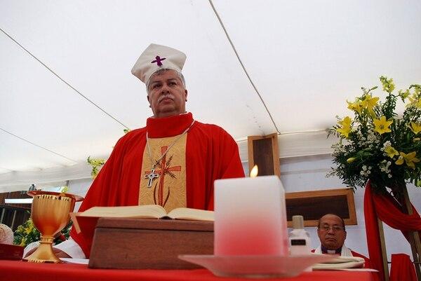 El ministro de la Presidencia, Melvin Jiménez, sigue siendo obispo de la Iglesia luterana. El funcionario afirma que tiene una dispensa para poder desempeñarse en su cargo en el Gobierno y que no hay conflicto de intereses.