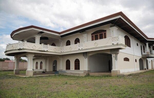 Esta mansión en urbanizacion el Coco, La Guácima, estaba en construcción cuando se detuvo al grupo de Roberto Welch. Foto: Jeffrey Zamora.