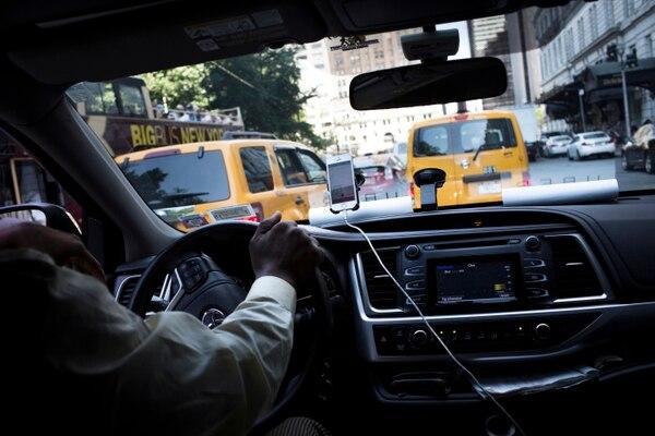 Un conductor de UberX en Nueva York, en julio pasado. Esta empresa prefiere verse a sí misma más como una plataforma tecnológica que como una compañía de transporte.