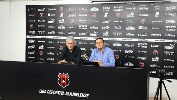 Benito Floro y Fernando Ocampo atendieron a los medios de comunicación este jueves en la sala de prensa del Morera Soto.