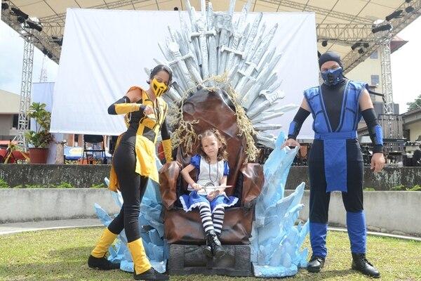 El Game Con 2013 contó con la participación de aficionados al cosplay (arriba) y jugadores de videojuegos (abajo).   JONATHAN JIMÉNEZ
