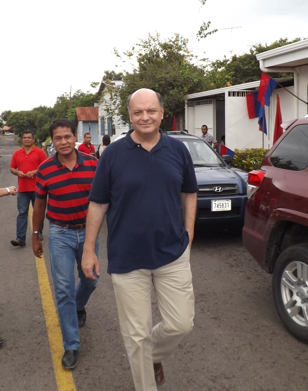 Todas las donaciones de campaña electoral que reciban candidatos como Rodolfo Piza, del PUSC, deben reportarse ante el TSE.   ABELARDO FONSECA.