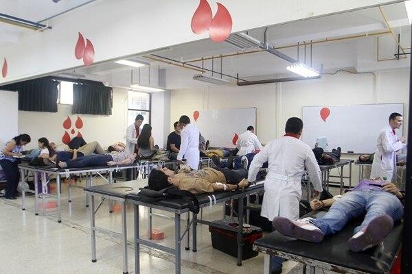 Gesline Anrango.El año pasado, la donación del Día Mundial del Donante también se celebró en la Facultad de Microbiología de la UCR. Ese día 214 personas donaron 107 litros de sangre.