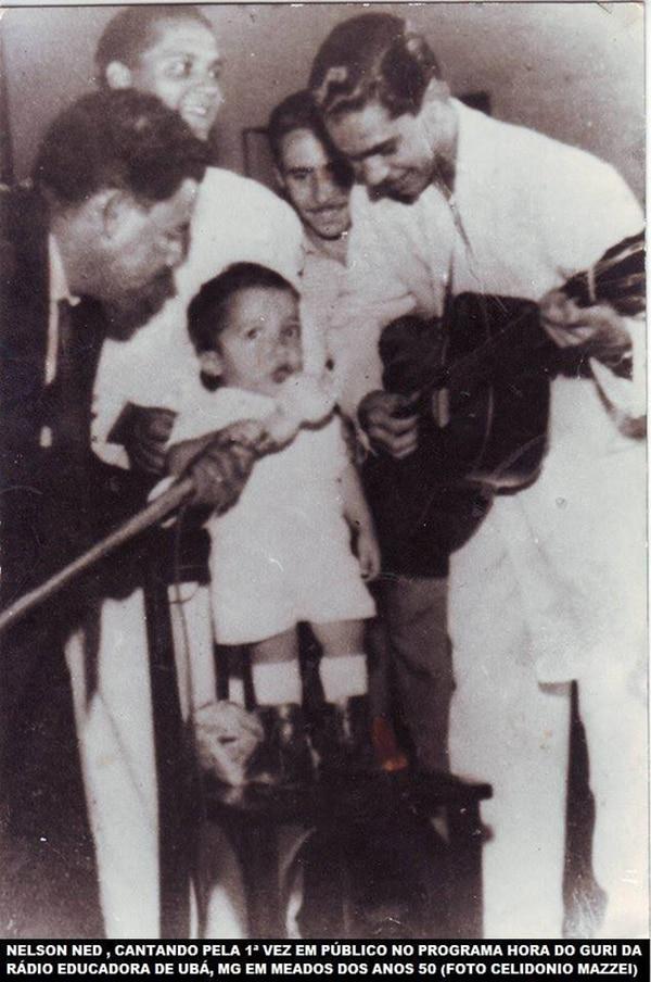 Cuando tenía cuatro años tuvo su primer encuentro con la música. Su amplia trayectoria artística hizo que sus seguidores lloraran su muerte.   FACEBOOK OFICIAL NELSON NED