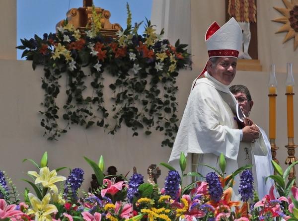 El obispo Juan Barros , obispo de Osorno, Chile, tuvo que renunciar por cuestionamientos sobre encubrimiento de abusos sexuales de un sacerdote.