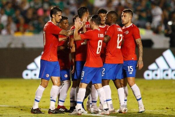 Costa Rica tuvo una buena primera parte en el fogueo ante Méxco, la Nacional se fue con ventaja al descanso 2 a 1, pero en el complemento los aztecas remontaron y se impusieron 3 a 2. Fotografía: AP / Eduardo Verdugo.