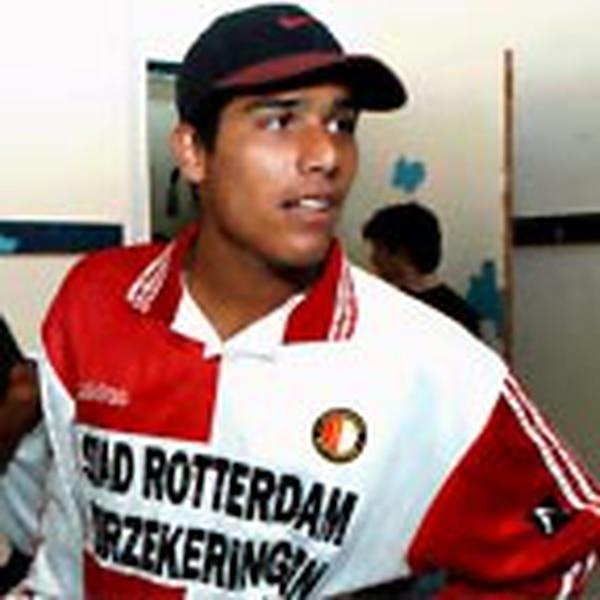 Douglas Sequeira pertenece al Feyenoord de Holanda, y actualmente juega con el Excelsior en la Segunda División del futbol tulipán.