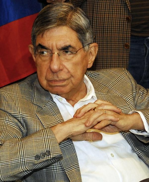 Óscar Arias comentó que padece de presión alta. | ARCHIVO