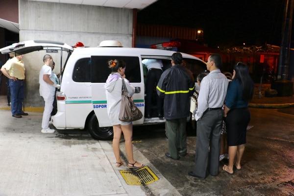 A eso de la 9 p. m. la víctima se trasladó del Hospital de Guápiles, en Pococí, al Hospital Calderón Guardia, en San José.
