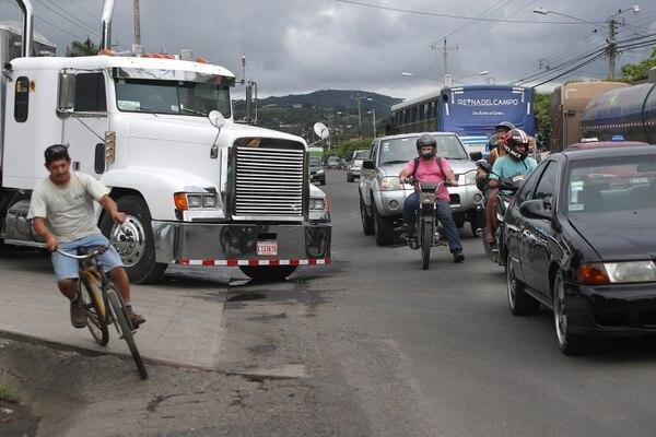 Solo este año, cuatro personas fallecieron en accidentes viales en la ruta 17, según información de la Policía de Tránsito. Foto: John Durán