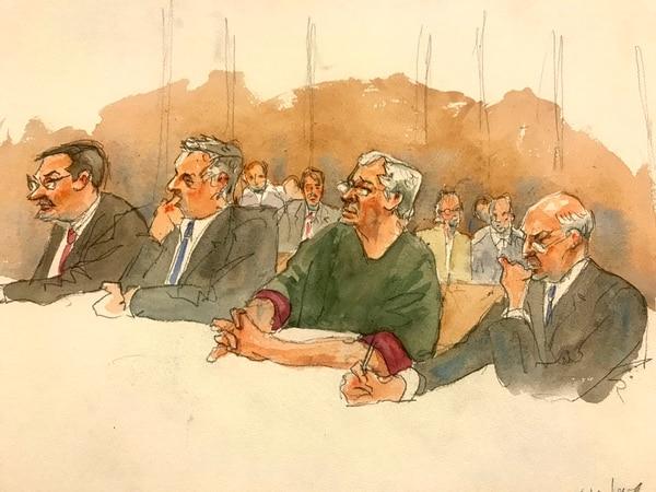 Ilustración en la que aparece Jeffrey Epstein –tercero, en el orden usual– mientras sus abogados intentan conseguir su libertad bajo fianza, este lunes 15 de julio. El juez Richard Berman dictaminó este jueves que Epstein tiene todas las posibilidades de fugarse, por lo cual seguirá en prisión preventiva. La próxima audiencia es el 31 de julio. Foto AP