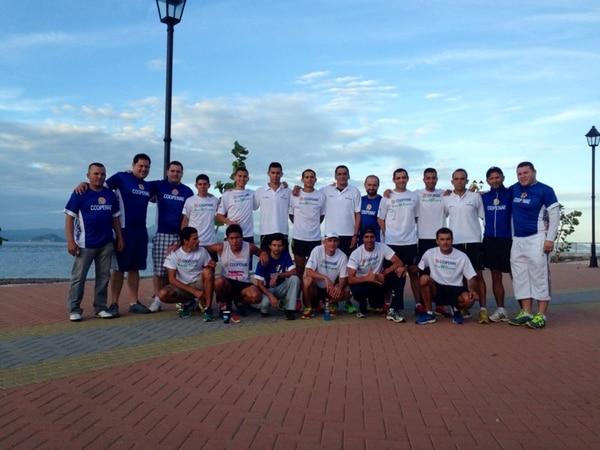 Coopenae celebra en la línea de meta un nuevo triunfo en la tradicional Carrera de Relevos San José-Puntarenas.