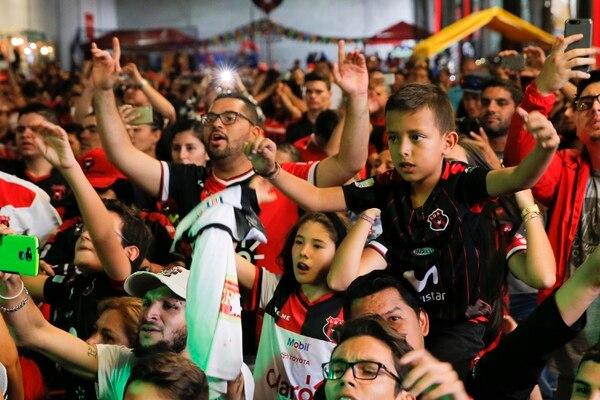 El festejo fue una actividad 100% familiar. Fotografía: Mayela López