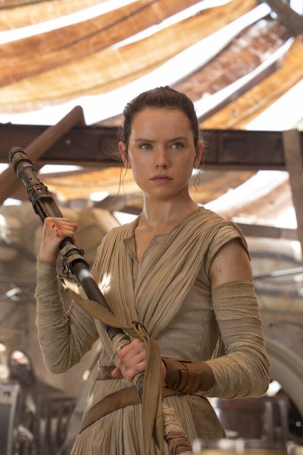 Daisy Ridley encarna a Rey en 'El despertar de la fuerza' y 'Los últimos Jedi'. Foto: Walt Disney Pictures.