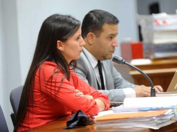 La fiscal Natalia Sarkis comenzó con las conclusiones esta mañana en el juicio contra el dirigente deportivo Carlos Pascall. A su lado, el también fiscal Luis Carlos Castro. | ARCHIVO.